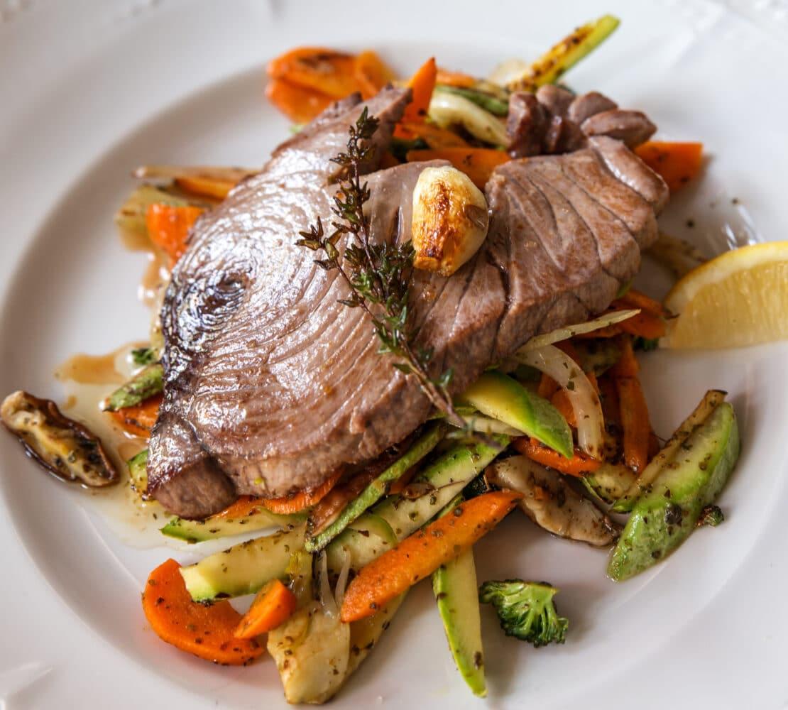 Filete de atún a la plancha con verduras - Congelados Apolo